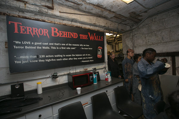 wphl-photos-terror-behind-the-walls-at-eastern-011