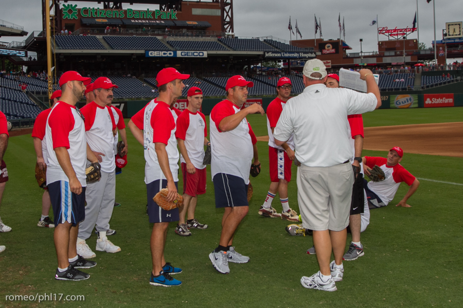 pal-phillies-media-softball-2013-11