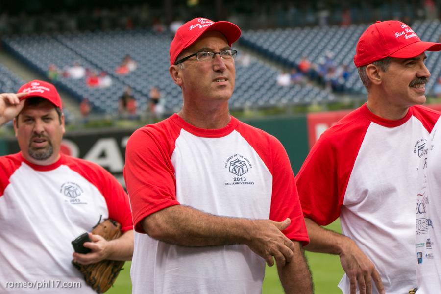 pal-phillies-media-softball-2013-3