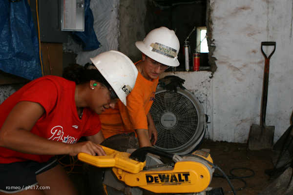 Phillies Ballgirls and Habitat for Humanity-21143133