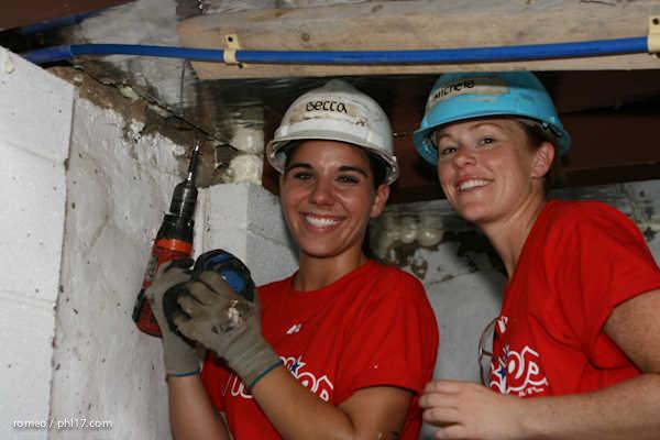 Phillies Ballgirls and Habitat for Humanity-21143136