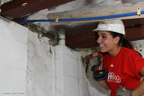 Phillies Ballgirls and Habitat for Humanity-21143138