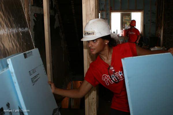 Phillies Ballgirls and Habitat for Humanity-21143453