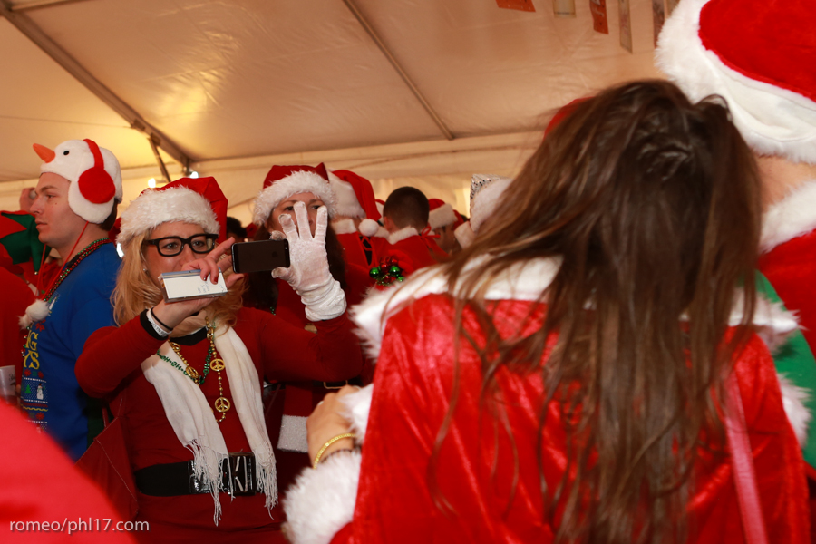 2013-Running-of-Santas-Philly-Photos-25