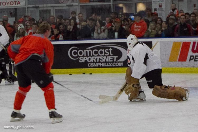 Flyers Alumni Practice-30191126
