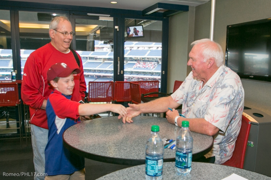 Nick Vitale shakes Charlie Manuel at the Phillies Phestival