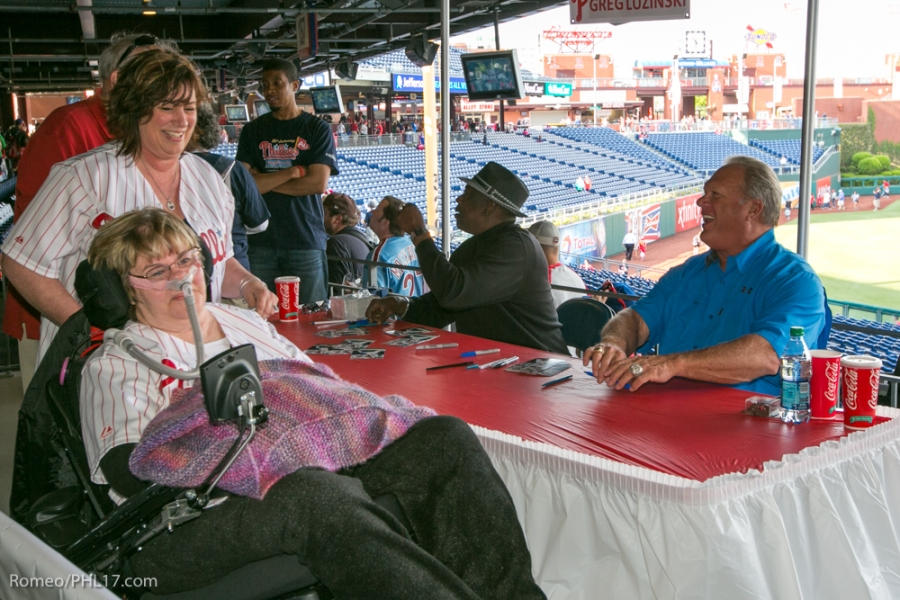 Sharon Miller gets an autogrpah from Gary Matthews (Sarge) and Greg (The Bull) Luzinski at Phillies Phestival